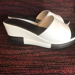 Very nice open sandals. Great for hot weather.